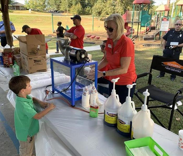 SERVPRO serving up some snow cones to some happy kids a Power Utility Week!